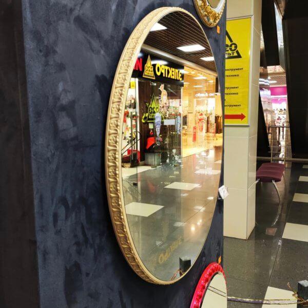 Круглое дизайнерское зеркало в золотистой раме «Тина»