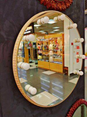 Круглое гримерное зеркало в золотистой раме «АИНА»